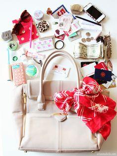 Handbag Organization Tips. What's In My Purse, Whats In Your Purse, What In My Bag, What's In Your Bag, My Bags, Purses And Bags, Inside My Bag, Travel Bag Essentials, Handbag Organization