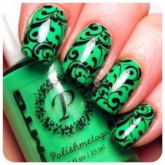 Uñas verdes con diseño negro - Green nails with black design