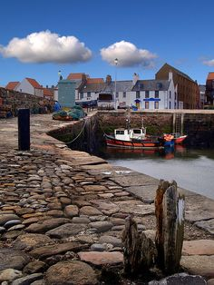 Dunbar Harbour in Explore Cool Places To Visit, Places To Travel, Places To Go, England And Scotland, Scotland Uk, Scotland Castles, Kingdom Of Great Britain, Edinburgh, Glasgow
