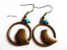 Hier biete ich ein schönes Paar Vintageohrringe mit kleinen Vögelchen und einer türkisen Perle. Einfach nur süß. Die passende Kette,findet ihr auch in