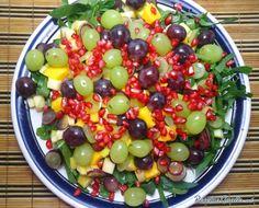 Aprende a preparar ensalada oasis con esta rica y fácil receta. La ensaladas frescas son platillos populares entre las personas que se encuentran en alguna dieta par...
