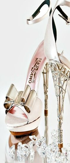 Ferragamo ♥✤ Bow Style HOLY BABY JESUS..give me ONE time in my life when I could wear these..
