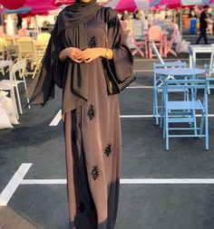 Abaya Style 91972017375782771 - Source by nacerazerrouki Modern Abaya, Modern Hijab Fashion, Arab Fashion, Hijab Fashion Inspiration, Muslim Fashion, Modest Fashion, Fashion Outfits, Korean Fashion, 70s Fashion