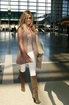 Jennifer Aniston - Jennifer Aniston at the Airport