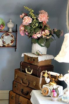 1920s Charmer DIY ::  Vintage French Farmhouse Bedroom Makeover !