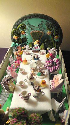 Diorama still in process Alice In Wonderland Scenes, Alice In Wonderland Flowers, Alice In Wonderland Tea Party, Muppets Disney, Disney Art, Clay Box, Alice Book, Fairy Gardening, Mini Stuff