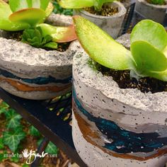 Live Edge Concrete bowls Made By Barb simple Easy Cast concrete bowls with rustic edges and painted stone layering Concrete Leaves, Concrete Cement, Concrete Crafts, Concrete Garden, Concrete Projects, Concrete Planters, Diy Planters, How To Make Rocks, Sea Glass Mosaic