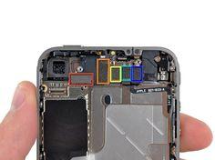 16. Afmonter de følgende stik fra toppen af logic boardet. (rød) Digitizer kablet (fra bunden af det) (orange) LCD-kabel (gul)Hovedtelefonkabel (grøn) Top Mikrofon / sleep-knappen kabel Det er en god ide at bruge et plastikåbningsværktøj til forsigtigt at lirke stikkene op og ud af deres sokkler in på logic boardet. (blå) Frontkamera-kabel (fra toppen af det)