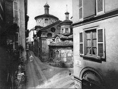 La chiesa di san Satiro e l'incrocio tra via del Cappello, via Falcone (di fronte), contrada dei Tre Alberghi (a sinistra) e contrada degli Speronari (a destra), verso il 1870. Oggi è l'incrocio sull'asse di via Mazzini.
