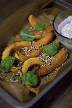 Gebackener Kürbis mit Schwarzkümmel, Basilikum und Auberginendip / Baked Pumpkin with Nigella, Basil and Eggplant Cream / Ottolenghi