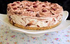 Cheesecake marmorat cu ciocolată și vișine | Rețete Merișor