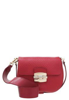 Furla CLUB - Handtasche - rubino/bluette für € 294,95 (18.09.16) versandkostenfrei bei Zalando.at bestellen.