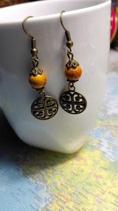 Boucles d'oreilles pendantes originale style ancien celtique couleur orange et bronze romantique : Boucles d'oreille par miss-perles