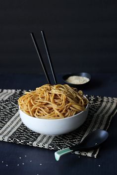 Here's a great way to get Hibachi noodles at home at half the cost. Noodles sauteed in butter, garlic, soy sauce, teriyaki sauce, sugar and sesame oil.( Lets make this for the day of cooking! Hibachi Recipes, Noodle Recipes, Hibachi Vegetables Recipe, Hibachi Noodles, Hibachi Rice, Hibachi Chicken, Thai Noodles, Paella, Asian Cooking