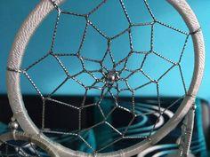 Význam středového korálku v kruhu lapače snů Tennis Racket, Mini
