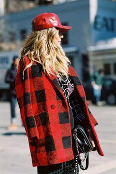 Vanessa Jackman: New York Fashion Week AW Rodarte baseball hat Tartan, Red Plaid, Plaid Fashion, Fashion Outfits, Looks Style, My Style, Vanessa Jackman, Winter Trends, Casual Street Style