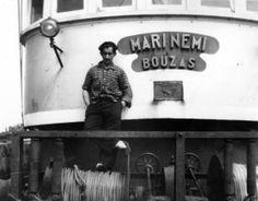 Imaxe da ponte, cun mariñeiro, do barco Marinemi, de Bouzas