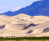 The Gobi desert - Khongor sand dunes  There are a couple of times Vic and Lin come to the edge of the steppes and cross a few kilometers of the els (sands) to get to some mountains.  Vic: Mongol    http://www.vicplanet.com