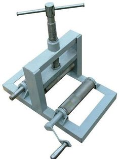 International Tutorial and Ideas Metal Bending Tools, Metal Working Tools, Metal Tools, Work Tools, Welding Table, Metal Welding, Metal Projects, Welding Projects, Homemade Tools