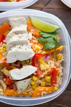 These chicken fajita lunch bowls are packed full of corn, bell peppers, rice and chicken, and tossed in a tangy fajita vinaigrette.
