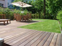 Sonnige Aussichten auf feiner Holzterrasse, Stuttgart