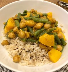 Curried Chickpeas With Peaches And Green Beans Welcome to another Meat Free Monday! You are never going to get super complica. Peach And Green, Chickpeas, Peaches, Fried Rice, Green Beans, Fries, Curry, Ethnic Recipes, Life