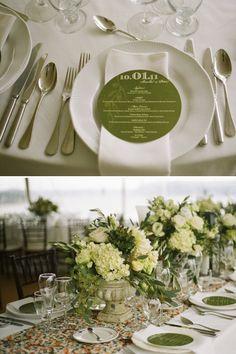 White green centerpiece - ooohh round menus!!! :D