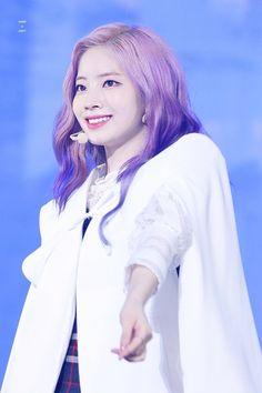 Dahyun💕 Kpop Girl Groups, Korean Girl Groups, Kpop Girls, Twice Jyp, Sana Momo, Twice Dahyun, Japanese Names, Nayeon, Music Awards