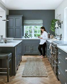 Open Plan Kitchen Diner, Kitchen Must Haves, Kitchen Ideas, Basement Kitchen, Picture Design, Furniture Making, Kitchen Design, Kitchen Cabinets, Bedroom