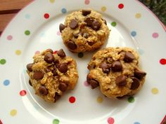 Chocolate Chip Cookies with no butter, sugar or flour.] 1 cup oats cup protein powder of choice cup peanut butter 1 egg 2 Tbsp agave nectar (or honey) cup chocolate chips Protein Chocolate Chip Cookies, Protein Cookies, Protein Foods, Chocolate Chips, Healthy Chocolate, Healthy Cookies, Healthy Desserts, Delicious Desserts, Yummy Food