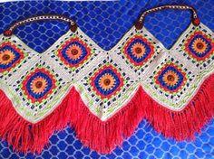 Aprendiendo a hacer Tops de grannys ¡¡ super sexys !! | Grannysquare.eu Crochet Hippie, Débardeurs Au Crochet, Crochet Fringe, Crochet Crafts, Crochet Stitches, Crochet Projects, Crochet Cami Tops, Crochet Blouse, Crochet Bikini