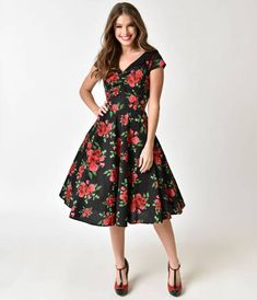 Croisette is easy to get! Printed with a 1950s inspired design, Hell Bunny presents you with a short sleeve cotton dress fit for both day and night. A black background sits below the red roses and leaves of this classic swing dress cut. Princess seams run