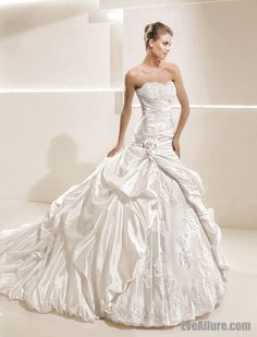 Morden Ball Gown Strapless Catheral Royal Train Taffeta Wedding Dress with  Appliques Inspired by La 471e3e9cce48