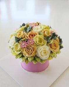 Buttercream flower cake... #koreanbuttercream #2016 #1 #cakes #cake #cakeicing #buttercream #flower #flowers #flowercake #buttercreamflowers #flowercake #kissthecake #blossom  #케익 #케이크 #플라워케이크 #꽃 #버터크림 #키스더케이크 #버터플라워케이크 #버터크림케이크