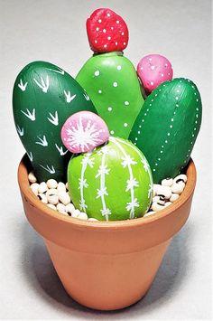 Cactus Rock, Painted Rock Cactus, Painted Rocks Craft, Stone Art Painting, Pebble Painting, Pebble Art, Rock Painting Patterns, Rock Painting Designs, Stone Crafts