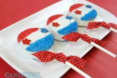 Patriotic Oreo Lollipops. Simple & easy, perfect for Memorial Day and the 4th of July!