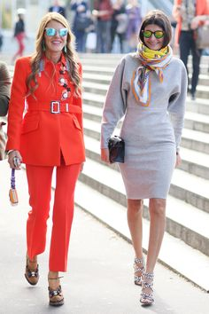 This Is It — A Look Back at the Year's Best Street Style : Anna Dello Russo and Giovanna Battaglia made the coolest kind of fashion duo, both with mirrored shades. Milan Fashion Weeks, Paris Fashion, Love Fashion, Spring Fashion, Fashion Outfits, Fashion Photo, Classy Fashion, Style Fashion, Working Girl