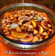 Sangria: come prepararla in casa Cocktail Desserts, Cocktail Recipes, Cocktails, Veggie Recipes, Wine Recipes, Kitchen Recipes, Cooking Recipes, Homemade Liquor, Beautiful Fruits