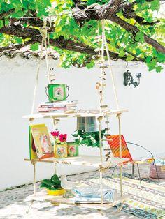 Embellece el jardín realizando este hermoso estante colgante para exteriores. http://ideasparadecoracion.com/realiza-un-estante-colgante-para-exteriores/
