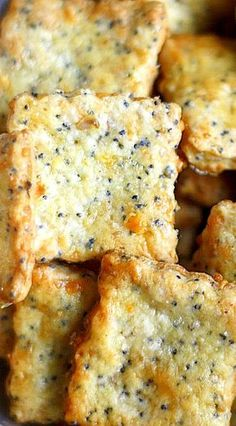Parmesan-Cheddar Crackers with Poppy Seeds . You Can't Eat Just One! Cheddar Crackers Recipe, Low Carb Crackers, Homemade Crackers, Bacon Cracker Recipe, Homemade Pancakes, Beef Recipes For Dinner, Mexican Food Recipes, Snack Recipes, Cooking Recipes
