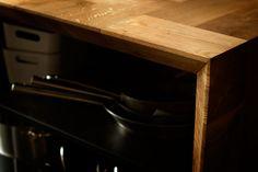 detail  Kitchen island made with 13x13x26cm solid oak blocks.  design: gentlemaker.pl woodwork: pracownia-tryktrak.pl