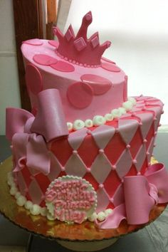 First Tiered Cake.  I would totally make this if I had the pans!!!