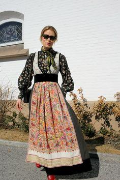 Fantasistakk - Eva Lie Design - Annabel Rosendahl Folk Costume, Costumes, Floral, Skirts, Vintage, Design, Google, Style, Fashion