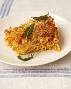 Ovenschotel van pasta, pompoen, ricotta en tomaat