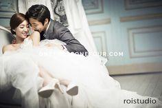 Korean Wedding Studio Photography: Modern Chic Set & Hanbok by Roi Studio on OneThreeOneFour 10