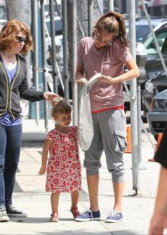 Jessica Alba Photos Photos - Actress Jessica Alba and her daughter Honor spotted out with a friend in West Hollywood, CA. - Jessica Alba And Daughter Honor Out In West Hollywood
