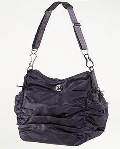 Lululemon Hot Yoga Hobo : So classy yet functional. With compartments for dry/wet clothing. Best bag I own. Had it 4 years and shows hardly any signs of wear Lululemon Bags, Lulu Love, Best Bags, Yoga Fashion, Hot Yoga, Athletic Outfits, Gym Time, Workout Wear, Hobo Bag