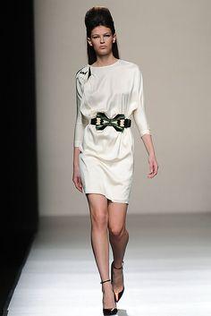 Miguel Palacio - Pasarela 13-14. me gusta el vestido, pero lo usaría de otro color.