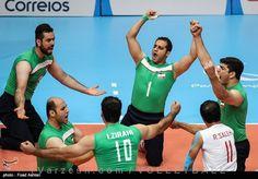 تیم ملی والیبال نشسته ایران با غلبه بر میزبان فینالیست شد  http://1vz.ir/156935  تیم ملی والیبال نشسته کشورمان با پیروزی مقابل برزیل در مرحله نیمه نهایی به فینال بازیهای پارالمپیک ریو راه یافت.          در ادامه رقابتهای روز نهم بازیهای پارالمپیک 2016 ریو و در مرحله نیمه نهایی مسابقات والیبال نشسته، تیم کشورمان به مصاف برزیل، میزبان مسابقات رفت که با برتری در si ست متوالی جواز حضور در دیدار پایانی را کسب کرد.    شاگردان هادی رضایی به ترتیب با نتایج 25 بر 20، 25 بر 19 و 25 بر 17 ..