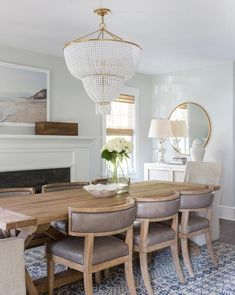 Best Traditional Dining Rooms and Chandeliers. Beautiful Traditional Dining Rooms and Chandeliers for All the dining room design ideas you'll need. Dining Room Design, Dining Room Chairs, Dining Table, Office Chairs, Lounge Chairs, Dining Area, Home Interior, Interior Design, Kitchen Interior